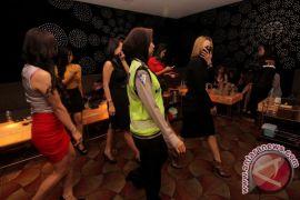 Dua perempuan diamankan di tempat hiburan, diserahkan ke BNNK Cianjur