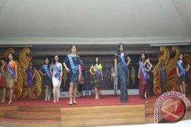 Mahasiswi Ikuti Kontes Miss Stikom Bali 2016