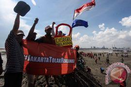 Nelayan antar 20 kg ikan dari Teluk Jakarta untuk Ahok