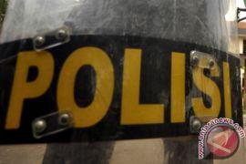 Polisi gerebek gudang kosmetik ilegal di Karawang