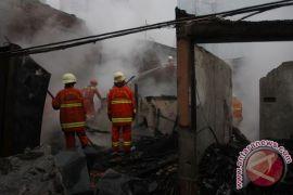 Sebuah rumah di Tebet Jaksel terbakar