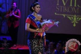 """Wiwien Raih """"Miss Stikom Bali 2016"""""""