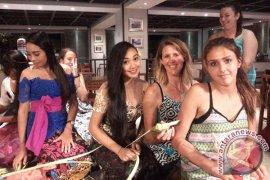 Ramada Encore Bali Seminyak Hosts Balinese Activity