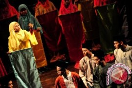 "UKM rongsokan tampilkan teater ""Peunawa"" di Sumut"