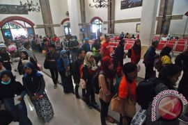 KAI Semarang hibur penumpang dengan musik jazz