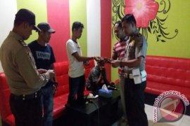 Warga Senang Polisi Razia Hotel Bulan Ramadhan