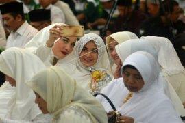 Dua belas selebriti petahana lolos ke Senayan