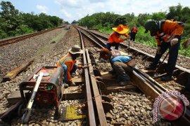 Pembangunan rel KA DIY-Jateng diminta terus disosialisasikan