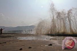Wisata Gelombang Air Pasang