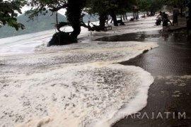 Banjir Rob Pengaruhi Kunjungan Wisata Pesisir Trenggalek Turun