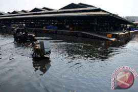 Tanggul penahan gelombang jebol, ratusan rumah di Pekalongan terendam banjir rob