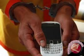 Dua jambret ponsel dibekuk setelah belanja online