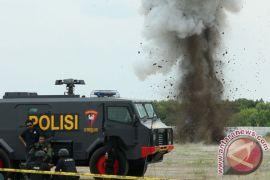 Petugas Jibom ledakkan bom rakitan terduga teroris di Tanjungbalai