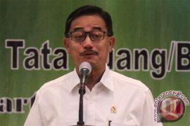 Menteri Agraria serahkan 137 sertifikat tanah wakaf