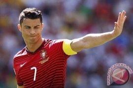 Cara Bek Chile Hadapi Ronaldo di Piala Konfederasi