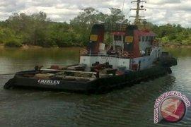 """Pemilik """"Tugboat"""" Charles Tunggu Konfirmasi ABK Selamat"""