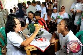 Ribuan warga Jakarta Utara-Jakarta Barat ikut pengobatan gratis
