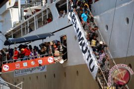KM Kelimutu dan kapal pupuk bertabrakan