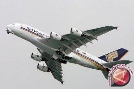Mesin Pesawat Singapore Airlines Terbakar Saat Mendarat Darurat