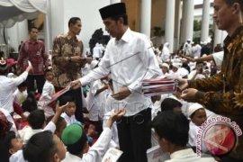 Presiden Shalat Jumat Dengan Prajurit TNI Dan Polri