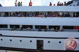 Pelindo Kendari tingkatkan pelayanan penumpang di pelabuhan