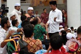 Jokowi takbiran bersama warga Kota Padang