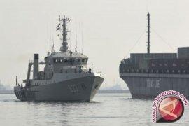 Masyarakat boleh swafoto di kapal perang TNI AL di Makassar3