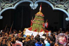 Anggota Polda Jateng geledah Keraton Surakarta