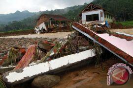 Hujan sehari semalam memicu banjir dan longsor di Trenggalek