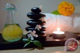 Lepaskan Lelah Anda dengan Warm Stone Massage di Ramada Encore Bali Seminyak