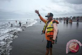 Ribuan wisatawan padati pantai selatan Gunung Kidul