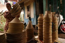 Perajin Bambu Kebanjiran Rezeki Hari Jadi Purwakarta