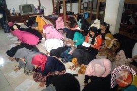 Malaysia deportasi 75 TKI