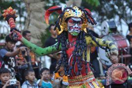 "Kirab ""pala kependhem"" tandai puncak Festival Lima Gunung"