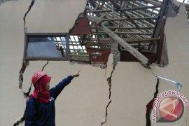 Pegerakan tanah rusak puluhan rumah di Bantarkalong