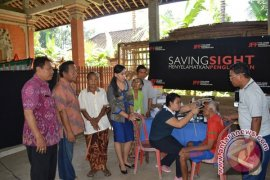 Dinas Sosial-K3S Gianyar Gelar Pengobatan Mata