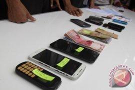 Polisi tangkap penjudi online di Aceh Barat