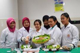 Mahasiswa UKWM Surabaya Ciptakan Plester dari Kencur
