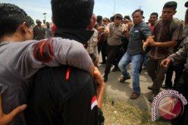 Jalan dibatasi massa protes PHE Aceh Utara