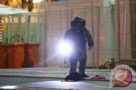 OLIMPIADE 2016 - Polisi LedakkanTas Dekat Garis Finis Balap Sepeda