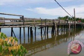 Warga minta Pemkab Aceh Tamiang perbaiki jembatan