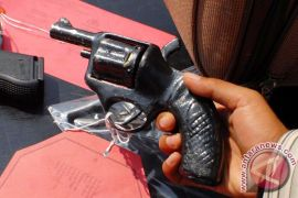 Penambang illegal digelandang polisi karena miliki pistol rakitan