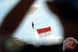 Semarak kemerdekaan, TNI AU kerahkan pasukan terjun payung