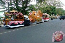 Pawai Kendaraan Bambu Warnai HUT RI Purwakarta