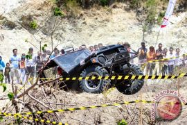 Pencinta otomotif jelajahi lembah Palu