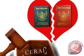 Media sosial menyebabkan banyaknya perceraian di Karawang