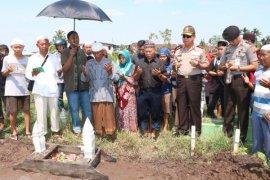 Kapolda Kalbar Hadiri Pemakaman Supriyadi