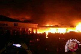 10 Ruko di Pasar Sungai Geringging Terbakar