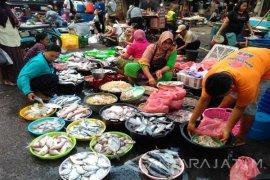 Pedagang: Harga Ikan Laut di Bojonegoro Stabil