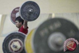Puluhan lifter junior bersaing di Kejurda Kaltim